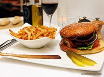 Hamburger et des frites, New York City, USA